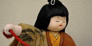 古布の木目込み人形「かぶと引き」