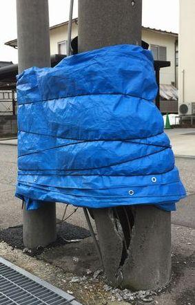 自宅の前の折れた電柱