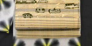 雪花絞りを乗り物柄の帯でコーディネート