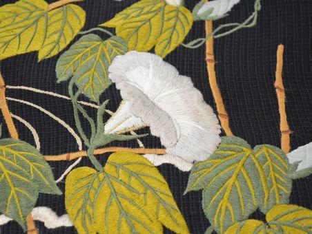 刺繍で描いた朝顔の帯