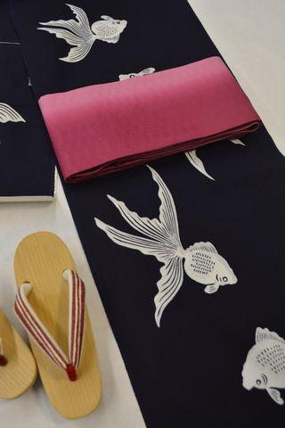 竺仙さんの金魚柄の浴衣をコーディネート