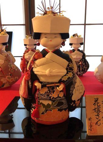 古布ちりめんから作られた花嫁さんの木目込み人形