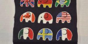 象さんを形どった世界国旗の帯