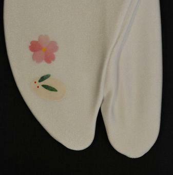 そっくす足袋・雪兎と桜の柄