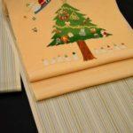 縞大島紬をクリスマス柄の帯でコーディネート