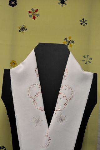 雪輪の刺繍半衿と雪の結晶柄の長襦袢
