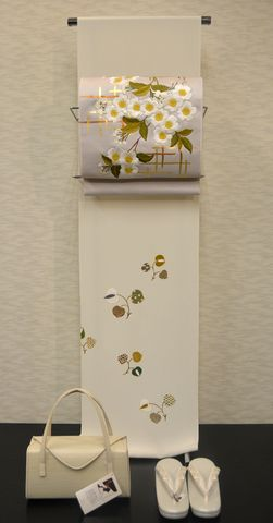 葵柄の附下を桜の刺繍帯でコーディネート