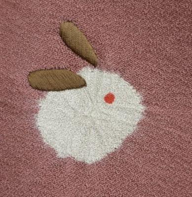 絞りに刺繍をいれた雪兎柄の帯揚げ
