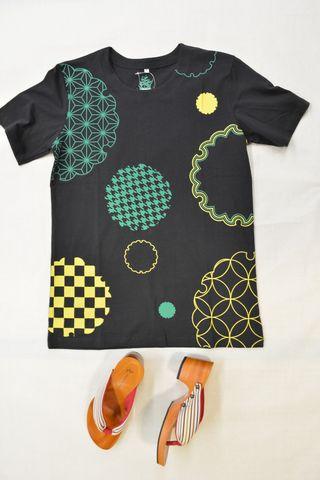 和柄Tシャツ「小紋雪輪」ブラック