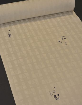 音符柄の小紋に猫の地紋が入った着物