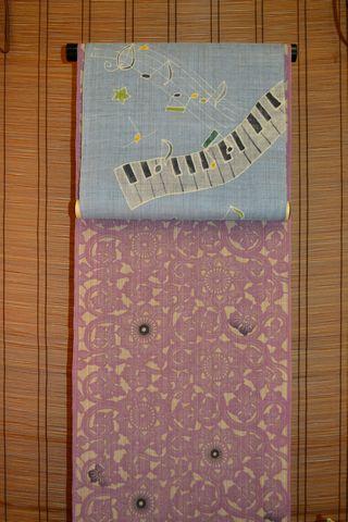 竺仙さんのべんがら染浴衣を鍵盤柄の帯でコーディネート