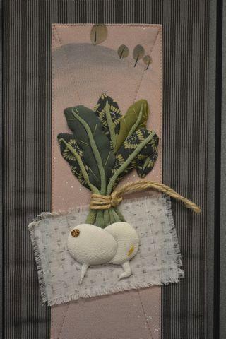 古布を使って仕上げた季節のタペストリー「ラディッシュ」