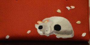 猫の刺繍は入った手提げバッグ