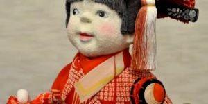 古布の生地を使って作られた創作人形