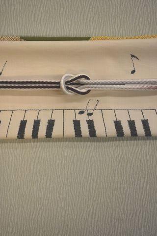 鍵盤の柄がある帯で単衣小紋をコーディネート