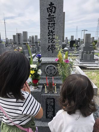 孫とお墓参り