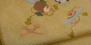 絞りの帯に宝尽くしの文様を刺繍した帯