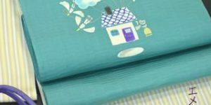 エメラルドグリーンの型絵染の帯