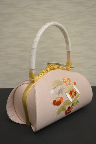振袖や訪問着などに合わせるバッグ