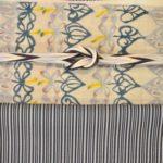 小粋な縞柄の江戸小紋を型絵染の帯でコーディネート