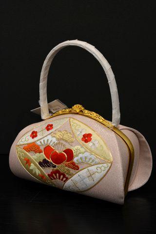振袖に合わせるバッグを提案