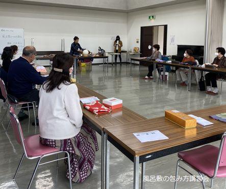 加賀野公民館にて風呂敷つつみ方講座