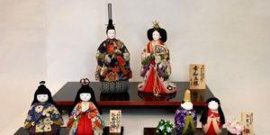 古布の生地で作られた木目込み雛人形