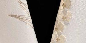 蘭の刺繍半衿