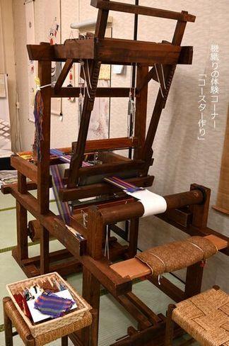 機織りの体験コーナー「コースター作り」