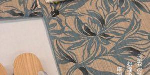 松煙染小紋を麻絹半幅帯とトンボ玉帯留めとで組み合わせる