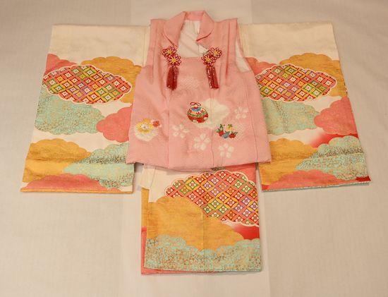 ピンク色の被布コートで3歳の七五三
